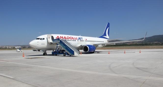 AnadoluJet 4 saat rötar yaptı, saatlerce bekleyen yolcular isyan etti