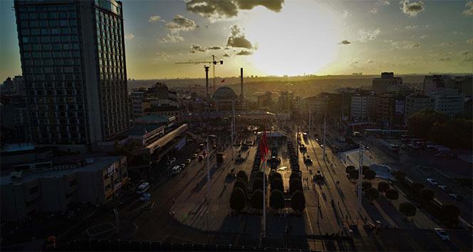 Çalışmaların sona geldiği Taksim Camii'nde gün batımı mest etti