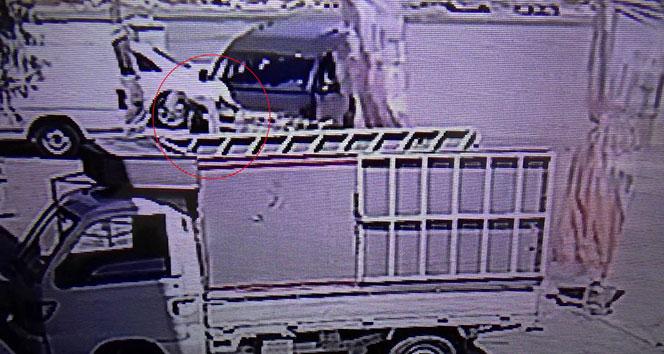 Polisten kaçarken otomobil çarptı