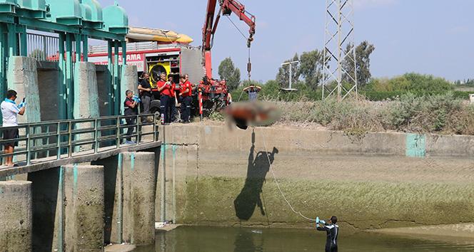 Sulama kanalındaki ceset vinçle çıkarıldı