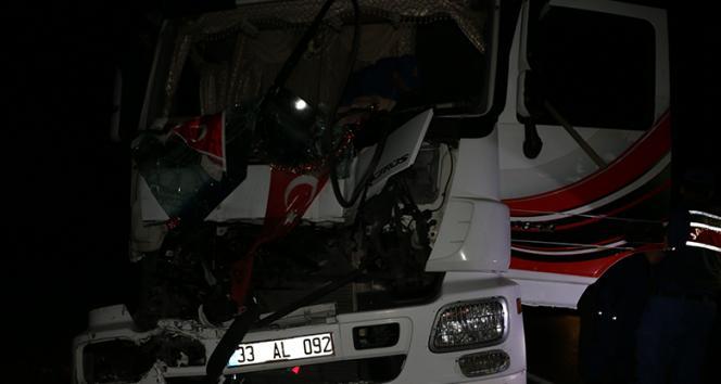 Tır, kamyona arkadan çarptı; 1'i ağır 2 yaralı