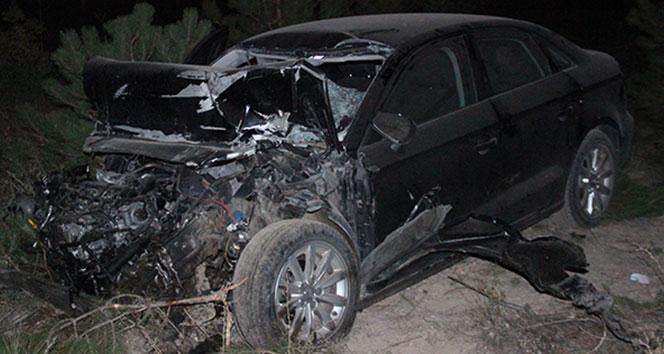 Otomobil tıra arkadan çarptı: 2 ölü