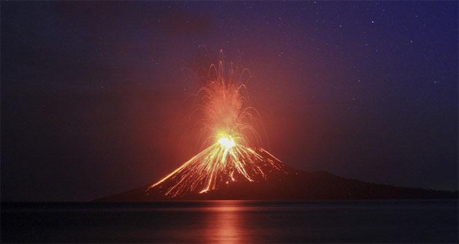 Endonezya'da Yanardağ 44 kez patladı