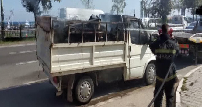 Sigara izmariti seyir halindeki kamyoneti yaktı