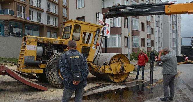 Sinop'ta iş makinesi devrildi: 1 yaralı