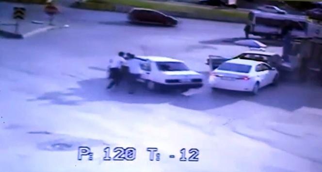 Magandalar sürücüyü sopayla dövüp bıçakladılar