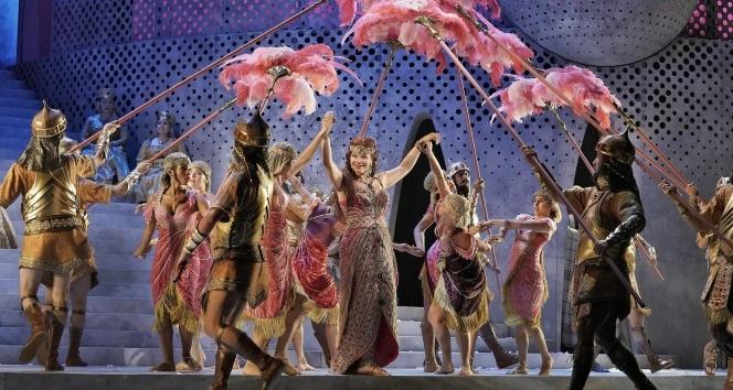 Met Opera Aida ile sezonu açıyor