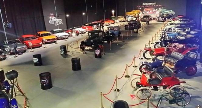 Araba tutkunları Kıbrıs Araba Müzesi'ne akın ediyor