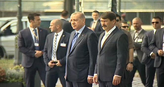 Cumhurbaşkanı Erdoğan resmi törenle karşılandı