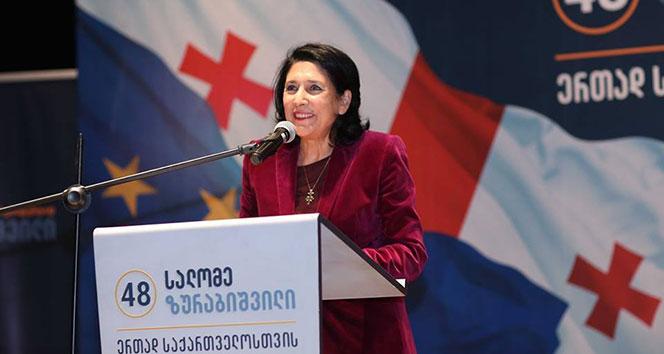 Gürcistan Cumhurbaşkanı adayı Zurabişvili Türklerle bir araya geldi