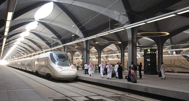 Mekke-i Mükerreme ile Medine-i Münevvere arasında hızlı tren seferleri başladı