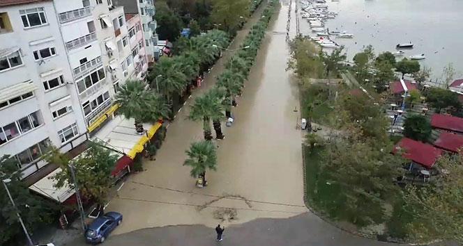 Silivri'de sular altında kalan sahil yolu havadan görüntülendi