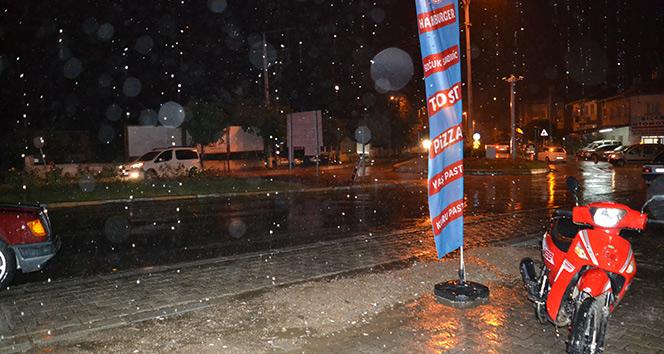 Şuhut'da ani bastıran yağmur etkili oldu