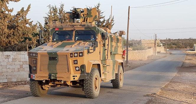 Münbiç'de PYD'li teröristlerin hendek kazdığı bölgelerde Türk askerinden devriye