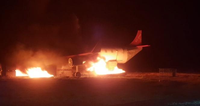 Havalimanında uçak yangını tatbikatı gerçeğini aratmadı