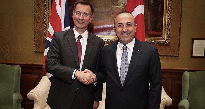Bakan Çavuşoğlu, İngiltere Dışişleri Bakanı Hunt ile görüştü