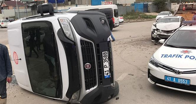 Otomobille çarpışan işçi servisi devrildi: 16 yaralı