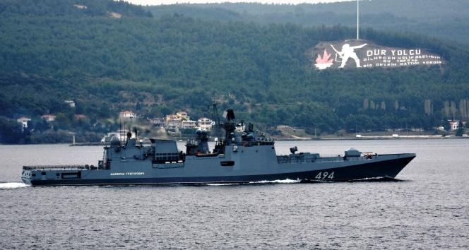 Rus savaş gemisi Çanakkale Boğazı'ndan geçti! Sahil Güvenlik botu refakat etti...