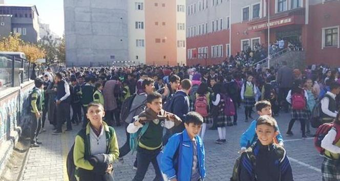 Ağrı'da korkutan deprem! Okullar tatil edildi