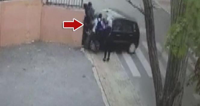 Ataşehir'de öğretmen aracıyla öğrencilerin arasına daldı: 2 yaralı