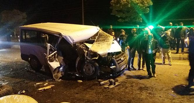 Afyonkarahisar'da trafik kazası: 1 ölü, 5 yaralı...
