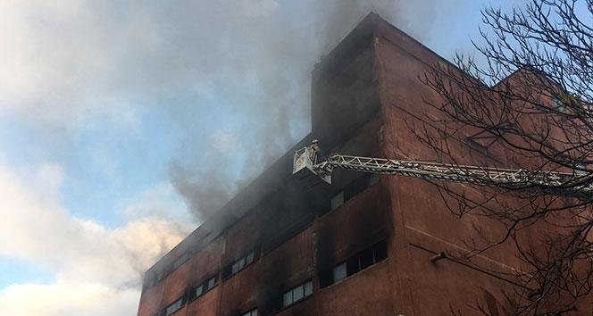 Metruk tül fabrikasındaki yangın havadan görüntülendi
