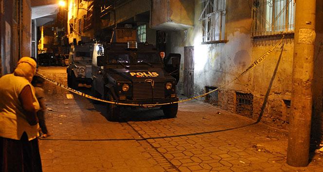 Maskeli iki grup arasında silahlı çatışma: 2 yaralı