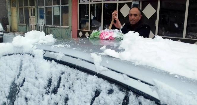 Kar yağdı! Kent beyaza büründü