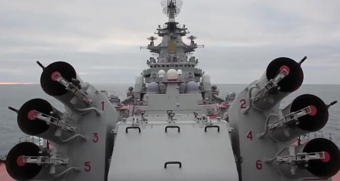 Ruslar, nükleer gemilerle tatbikat yaptı