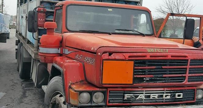 Seyir halindeki tüp yüklü kamyondan dumanlar yükseldi