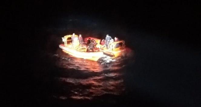 Göçmenlerin teknesi battı: 1 ölü