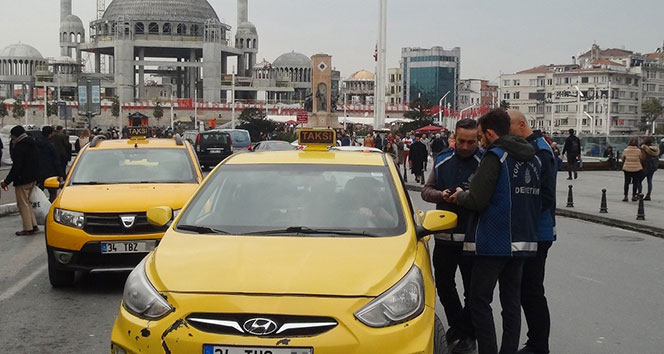 Taksim Meydanı'nda taksicilere şok denetim