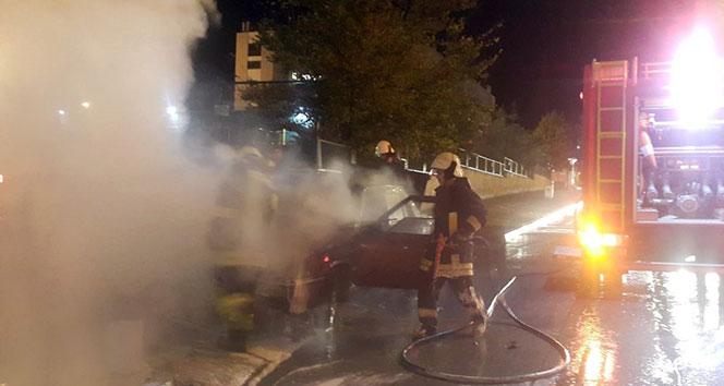Otomobil yangını itfaiyeyi alarma geçirdi