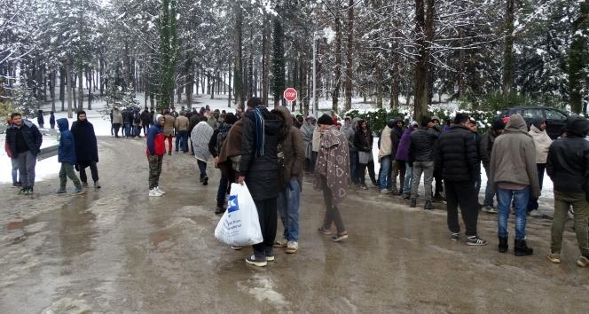 Göçmenlerin Bosna Hersek-Hırvatistan sınırındaki zorlu bekleyişi sürüyor