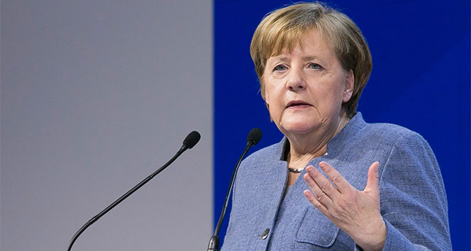 Merkel'den Türkiye karşıtı Weber'e destek