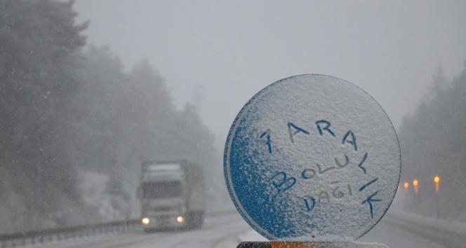 Bolu Dağı'nda kar yağışı başladı! Beyaz örtü serildi