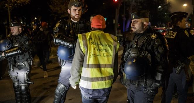 Sarı Yelekliler Macron'un istifasını istiyor