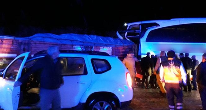 Bingöl'de tır ile otobüs çarpıştı: 8 yaralı