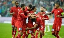 Antalya, deplasmanda Bursa'yı devirdi! | Bursaspor - Antalyaspor kaç kaç?