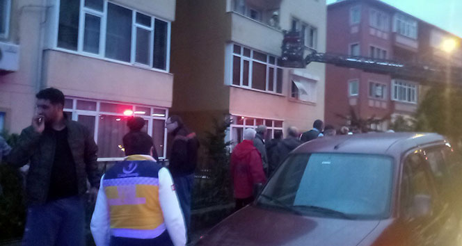 Üsküdar'da 4 katlı binanın bodrum katında korkutan yangın