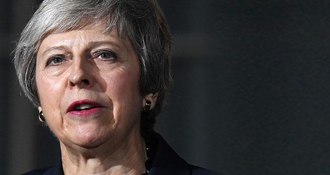 Theresa May: 'Brexit oylaması ertelendi'