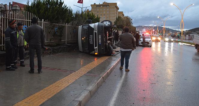 İzmir'de işçi servisi devrildi: 4 yaralı