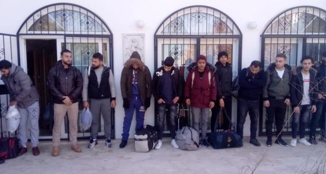 23 kaçak göçmen saklandıkları evde yakalandı