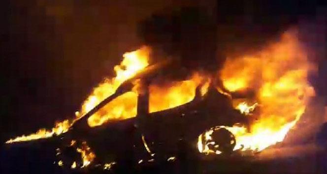 TEM otoyolunda seyir halindeki otomobil alev alev yandı