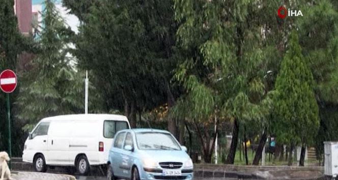 Kar yağışı İstanbul'un bir çok ilçesinde etkili oluyor