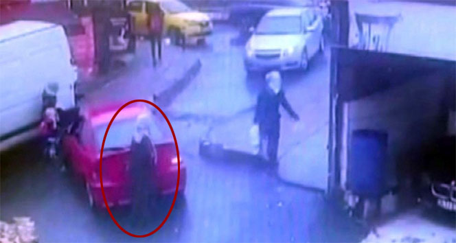 Geri manevra yapan sürücü yaşlı kadına çarptı