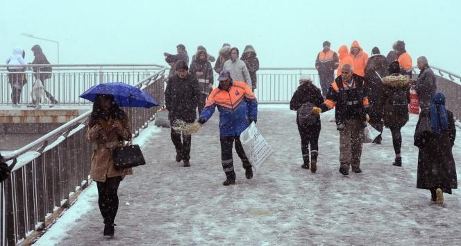 İstanbul'da kar yağışı başladı !