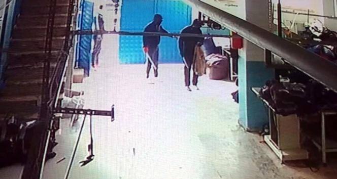 Arnavutköy'de ceket hırsızları kamerada