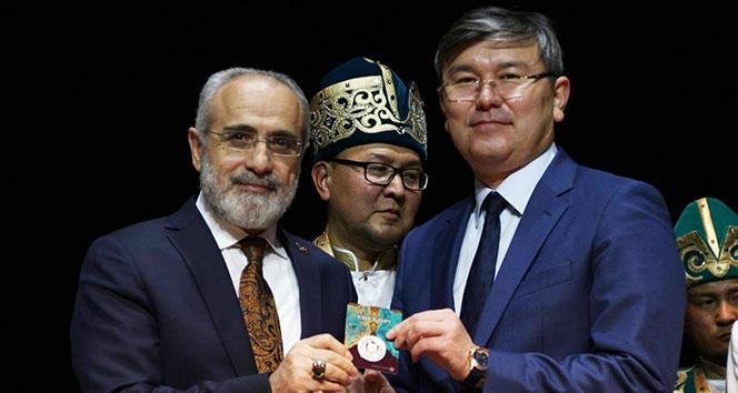 Cumhurbaşkanı Başdanışmanı Topçu'ya 'Gökbörü' hediye edildi