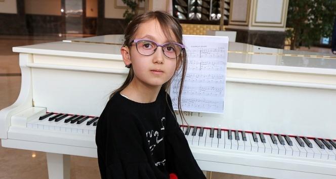 9 yaşındaki işitme engelli Zeynep'in piyano hayali gerçek oldu